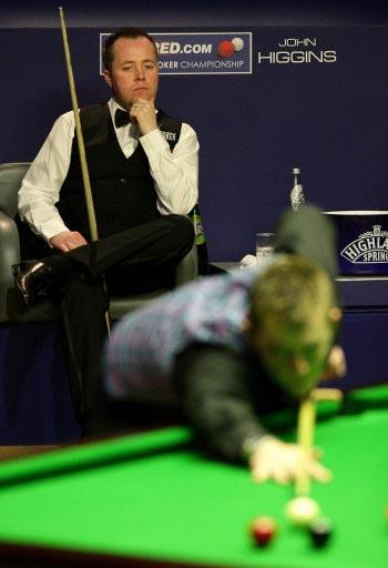 图文-斯诺克世锦赛半决赛首日巫师目不转睛看比赛