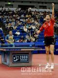 图文-世乒赛男单半决赛激战王励勤拿下最关键一球