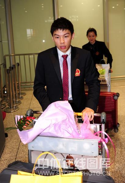 图文-中国乒乓球队从世乒赛凯旋陈�^只顾脚下