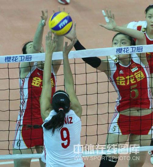 图文-女排精英赛中国胜土耳其中国队高度优势明显