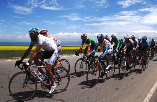 图文-环青海湖国际自行车赛第四段优美的景色