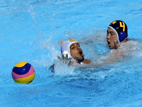 图文-[世锦赛]中国水球男队9-5巴西余利君积极拼抢