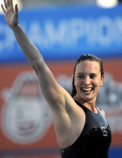 图文-世锦赛女子50米蝶泳决赛居尔雷挥手庆祝夺金