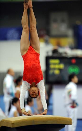图文-全运会体操女子团体资格赛张楠翻身上马