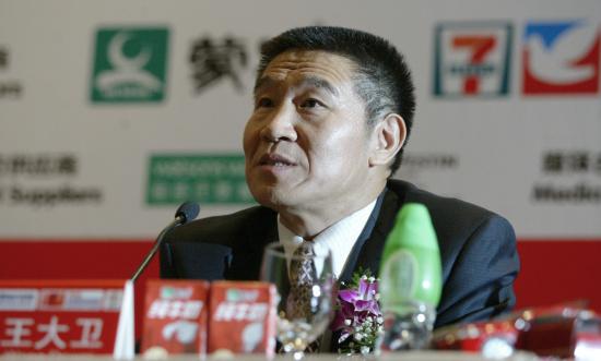 新浪体育讯 9月16日,国家体育总局田径运动管理中心在北京举行新闻发布会,宣布2009北京国际马拉松赛将于10月18日鸣枪。此次比赛已与第11届全运会马拉松赛、第10届首都高校马拉松赛合并为一个赛事,比赛除设立男子和女子专业组全程马拉松比赛外,还将为业余选手设立半程马拉松赛、9公里马拉松赛和4.