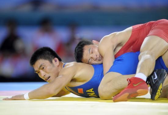 图文-男子古典跤66公斤级湖北郑攀战胜乔华猛