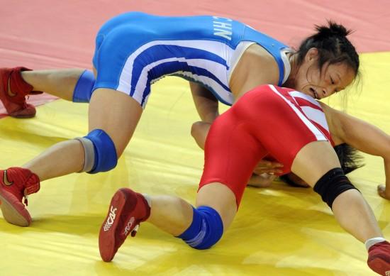图文-女子自由式摔跤48公斤级赛况李绘抓住战机