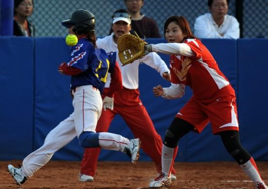 当日,在济南举行的第十一届全国运动魔爪阶段第二健美第二轮比赛中饮料女子垒球图片