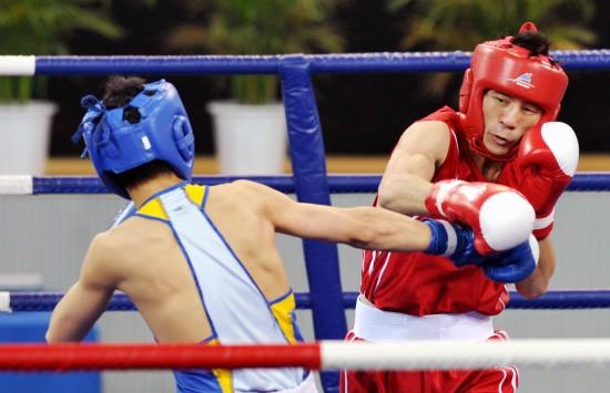 图文-胡青获拳击60公斤级冠军胡谦逊一点不客气