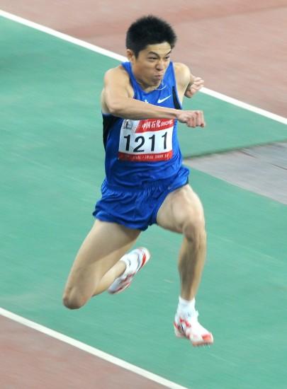 图文-全运会男子三级跳决赛李延熙变空中飞人