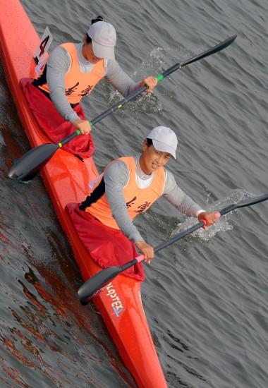 图文-女子双人皮艇500米决赛赛况于腊梅脸露笑容