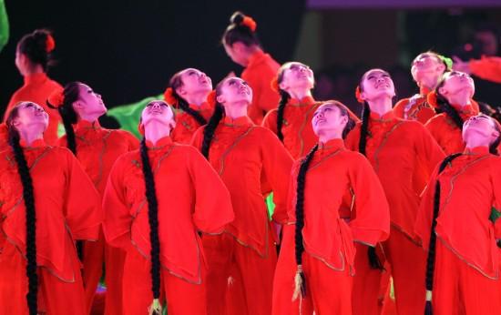 图文-第十一届全国运动会举行闭幕式仰望天空