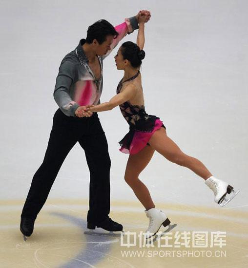 图文-中国杯花滑双人短节目双目对视的火花