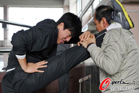 图文-飞人刘翔伤愈后首次冬训飞人有点痛苦