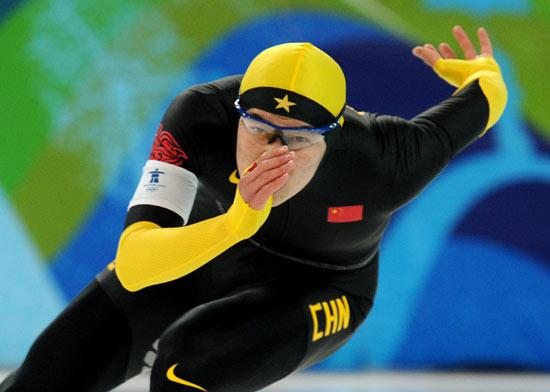 图文-速度滑冰男子1000米决赛王楠摆臂加速向前
