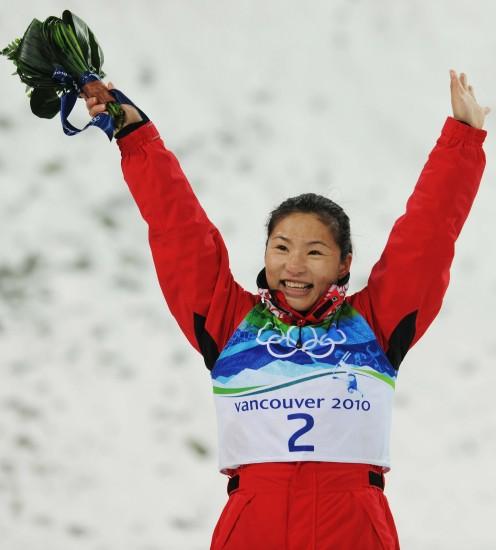 图文-自由式滑雪空中技巧决赛郭心心挥手致意
