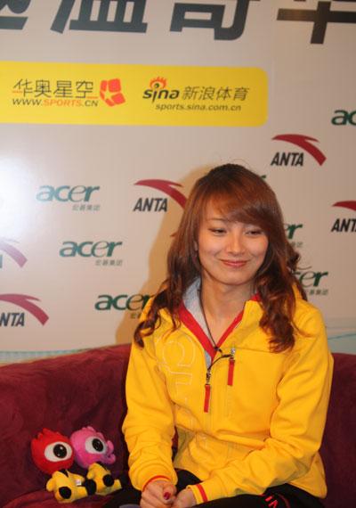 图文-女子空中技巧亚军季军做客李妮娜笑容灿烂