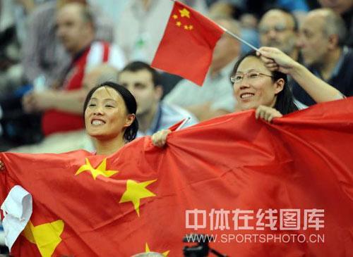 图文-世乒赛男团中国3-0俄罗斯再见疯狂美女球迷