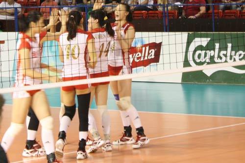 图文-瑞士女排精英赛中国vs荷兰中国队庆祝得分