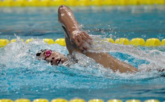 图文-全国青年游泳锦标赛20日祖立军率先抵达终点