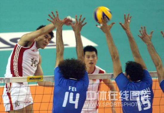图文-世界男排联赛中国0-3意大利意大利拦网犀利