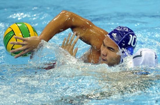 图文-水运会男子水球决赛赛况谭飞虎力压对手