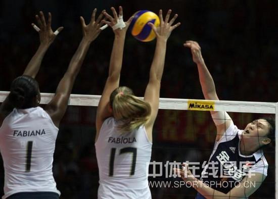 图文-大奖赛总决赛中国0-3巴西王一梅被拦