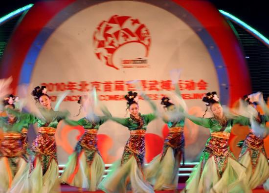 图文-首届世界武搏会在京落幕演员闭幕式上表演