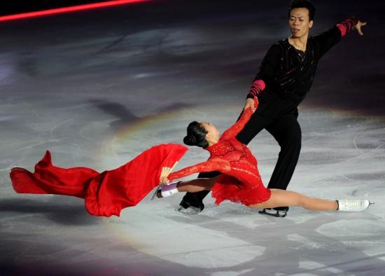 图文-申雪/赵宏博冰上浪漫婚典新人表演双人滑