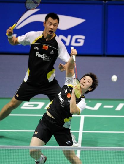 图文-羽毛球大师赛混双徐晨于洋奋力回球瞬间