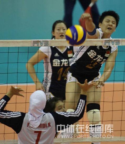 图文-亚洲杯中国女排3-0伊朗张磊进攻直冲空门