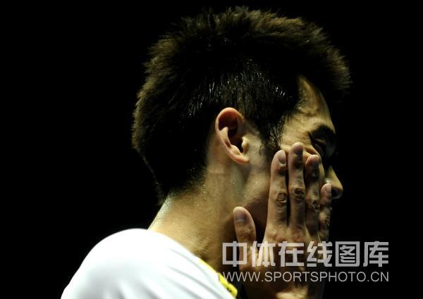 图文-中国羽毛球大师赛林丹夺冠卫冕冠军沉思