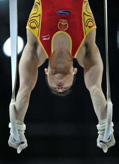 图文-中国男队亮相鹿特丹世锦赛吕博吊环比赛中