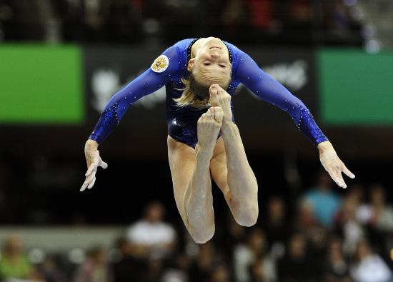 图文-体操世锦赛女团决赛安娜-德门蒂耶娃飘逸动作