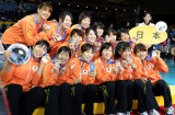 日本队登上领奖台