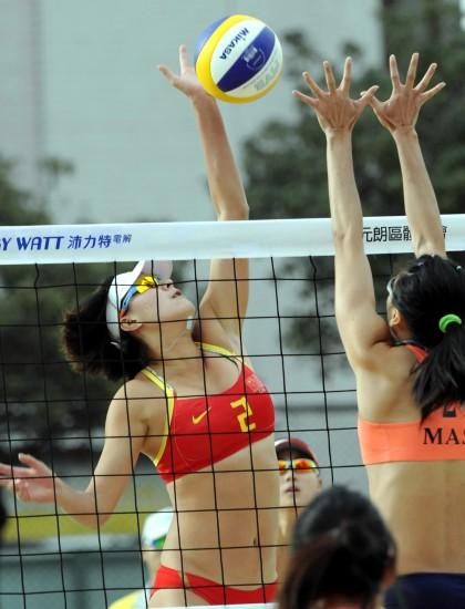 亚洲女子沙滩排球邀请赛战况 张希大力扣球