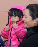 王瑾抱女儿助阵