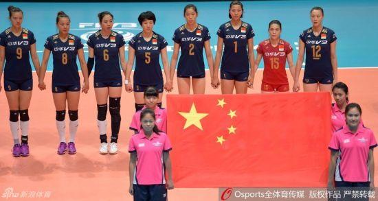 中国女排赛前齐唱国歌