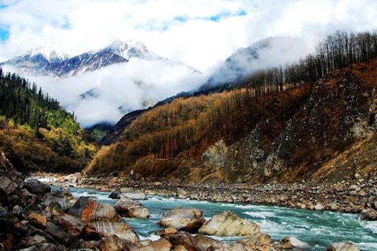 雅鲁藏布大峡谷。
