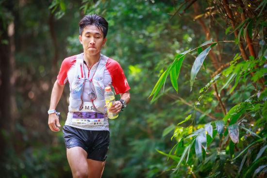 闫龙飞斩获HK50越野跑冠军。