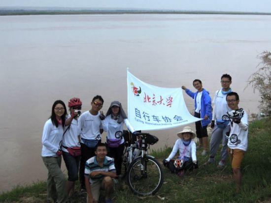 上周,必威官网自行车协会2013年暑期远征骑行团和实践团共22名队员从必威官网出发,踏上了呼和浩特-兰州-祁连-嘉峪关的壮美征途。