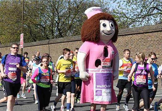 图片为伦敦马拉松,服装比跑步本身更加夺人眼球。