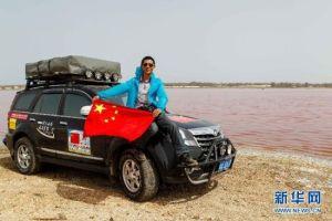 四川汉子带五星国旗自驾环游世界