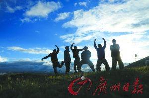 七个大学生47天时间骑行川藏线制纪录片  。