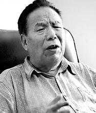 中国首位登顶珠峰者王富洲因病去世