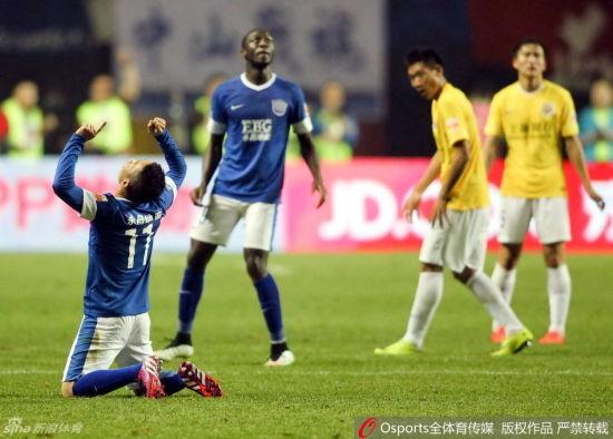 永昌首胜的背后是申鑫球员落寞的背影