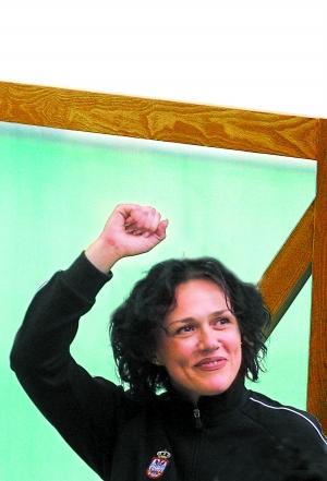 """冠军塞卡里奇:我是塞尔维亚的女""""王义夫"""""""