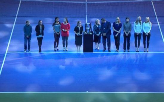 众球星出席WTA年终总决赛双打抽签仪式
