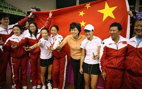 中国女网的黄金一代:李娜、郑洁、晏紫、李婷、孙甜甜(图片背景:2006年,中国女网在联合会杯世界组比赛中击败法国队晋级四强)