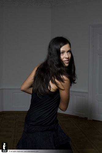 图文-伊万诺维奇最新性感照知性塞尔维亚黑发丽人